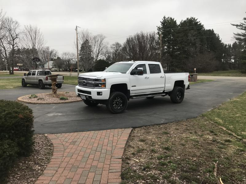 Name:  lifted truck2.jpg Views: 745 Size:  93.6 KB