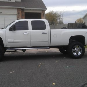 My 08 CCLB with 37x12.50x20 Nitto mts